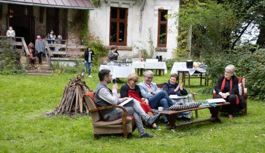 Jarosław Borowiec (po lewej) prowadzi dyskusję o finansowaniu kultury, z udziałem Beaty Chmiel, Marka Dworaka i Barbary Toruńczyk.Fot. Adam Walanus
